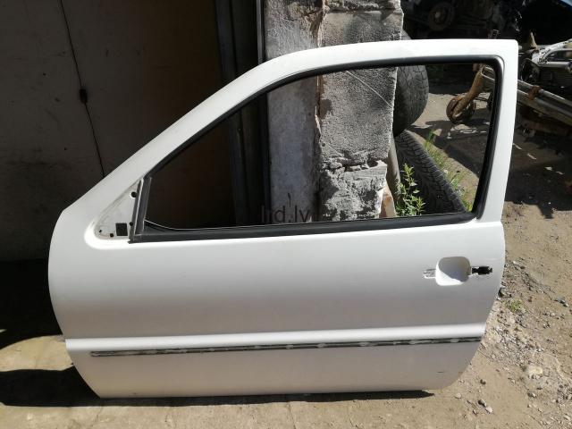 VW Polo 95g pr kreisās durvis