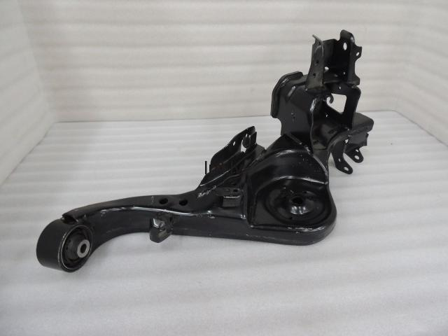 Nissan Qashqai J10 aizmugurējā labā svira Rear Right Radius Trailing Support Arm RH