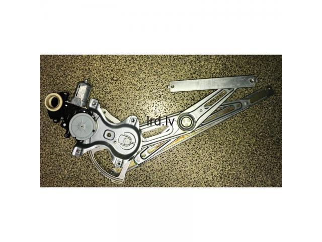 Toyota Avensis T27 logu pacelšanas mehānisms pr. R 8570102010, 85701-02010