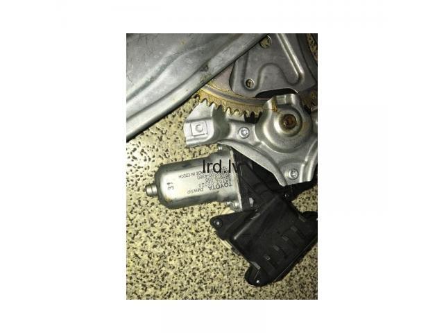 Toyota Avensis T27 08- aizmugure logu pacelšanas meh. R 85702-02020, 8570202020
