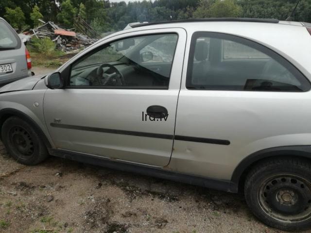 Opel Corsa C 1.2 16v 2003g                              5.0 Euro €