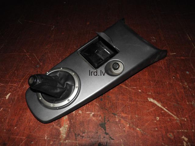 Mitsubishi Lancer CS Vidus konsole komplekts MR647677 MR962834 MR646881 MN121271 MR532835